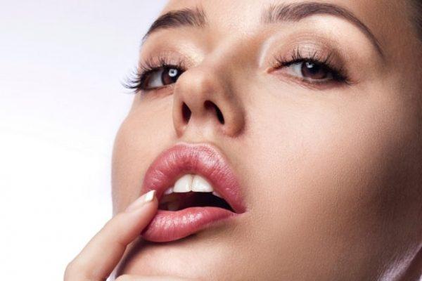 Trang điểm cho môi dày